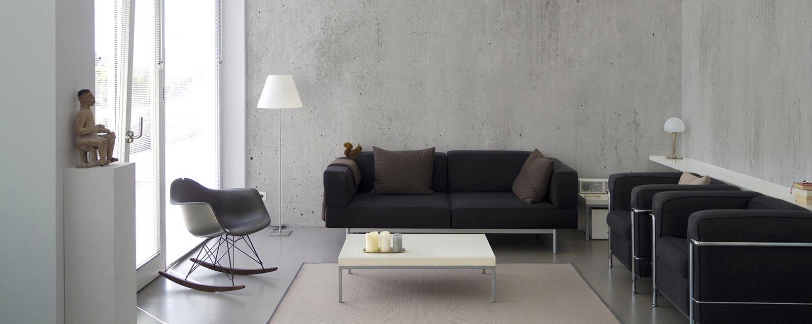 Table En Béton Ciré Et Bois le mur en béton ciré, une solution esthétique et pratique